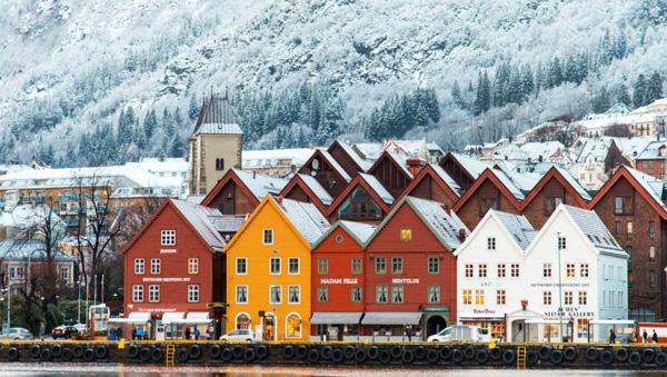 Tòa nhà được xây dựng bằng kính và gỗ ở Na Uy
